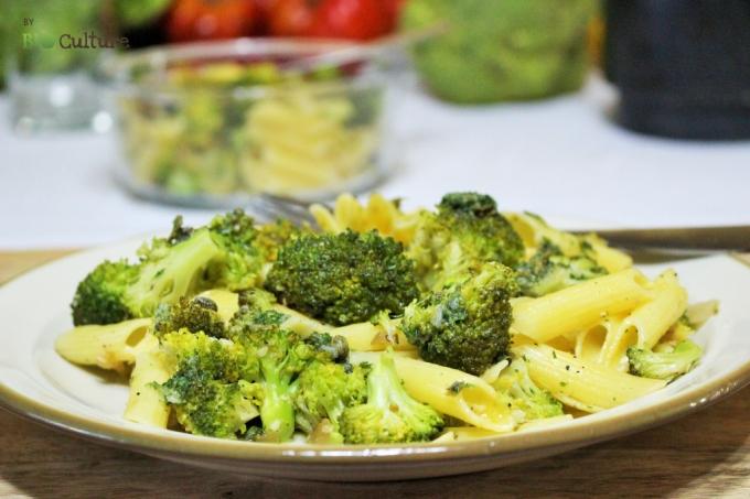Salade méli-mélo de Brocoli et Penne sauce aux câpres par Bio Culture